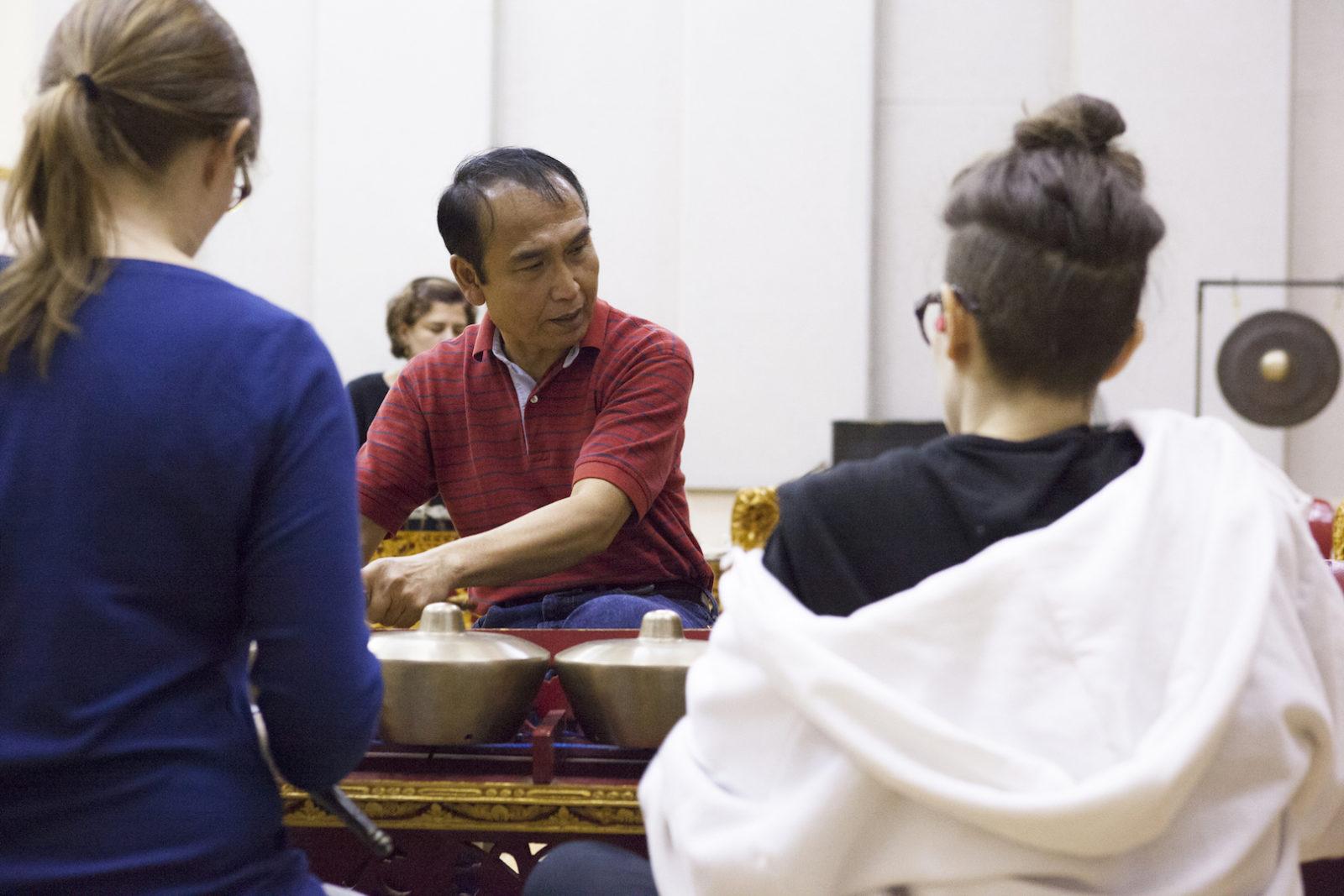 Pak Asnawa teaching reyong